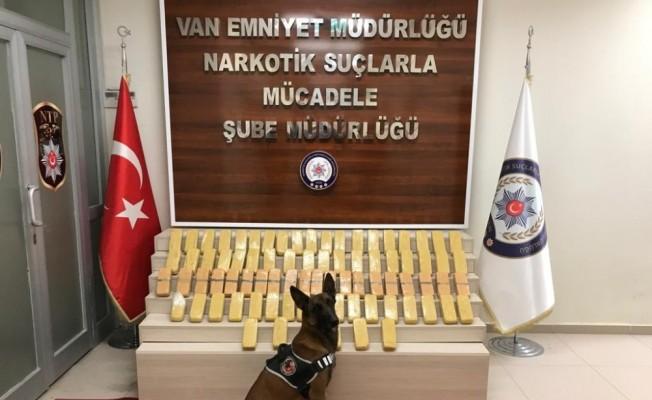 Van'da 41 kilo eroin ile 10 bin euro ele geçirildi