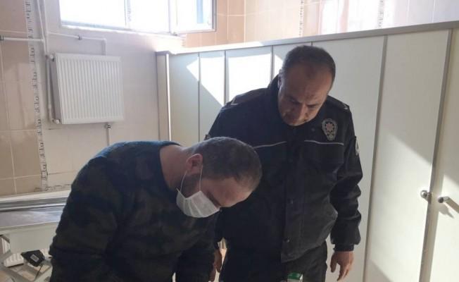 Yaralı güvercini polis kurtardı