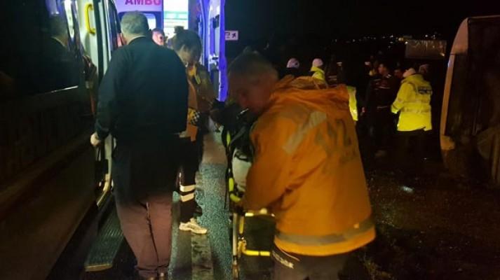 Yolcu otobüsü devrildi: 12 yaralı
