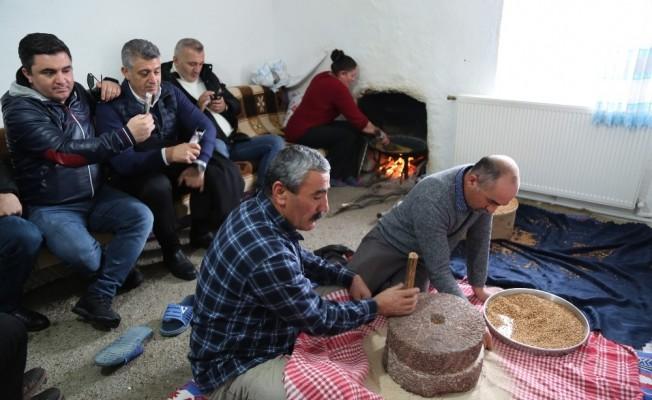 """Geçmişi yüzyıllara dayanan geleneksel yemek """"Kavut"""""""