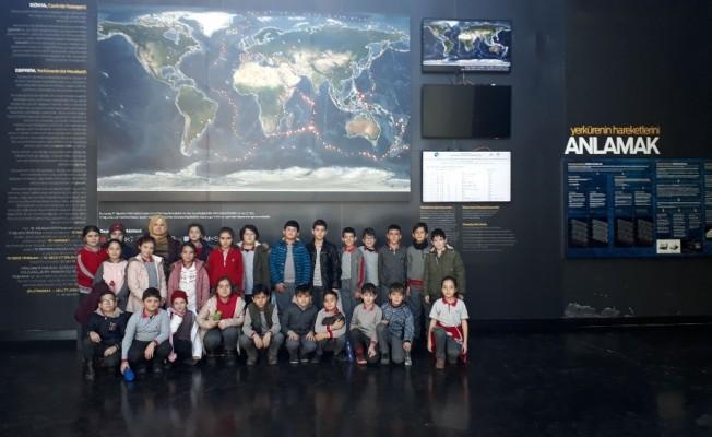 İzmit Deprem Müzesi öğrencileri bilinçlendirmeye devam ediyor