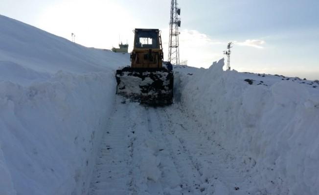 Konya'da karla kaplanan dağ yolları ulaşıma açılıyor