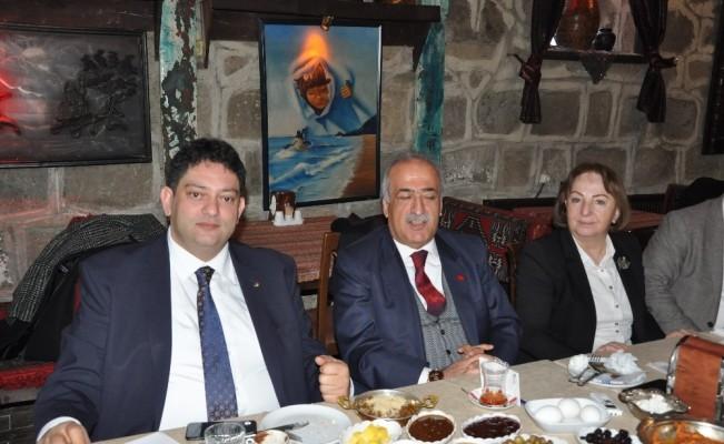 Rektör Prof. Dr. Çomaklı ile Başkan Oral kahvaltılı toplantıda bir araya geldi