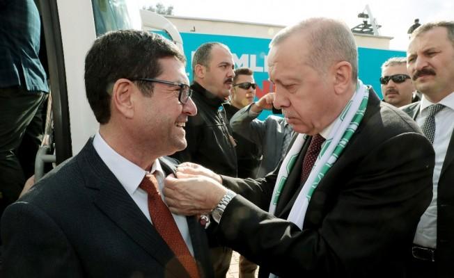 Saylak'ın Rozetini Cumhurbaşkanı Erdoğan taktı