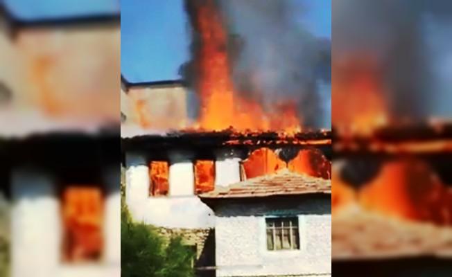 Aydın'da ahşap ev cayır cayır yandı