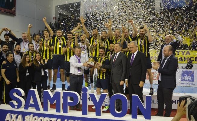 Fenerbahçe kupasını aldı