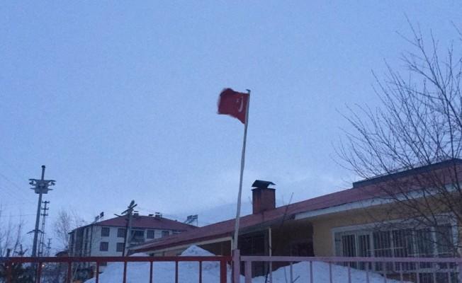 Karlıova'da fırtına etkili oluyor