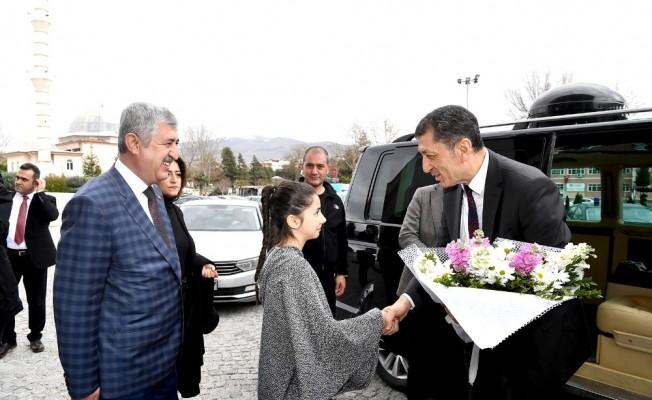 Milli Eğitim Bakanı Selçuk'tan ziyaretler