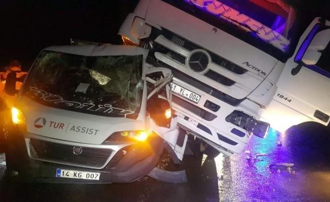 Arızalanan aracı kurtarırken tırın çarptığı sürücü hayatını kaybetti