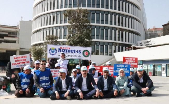 Bolu'da, işten çıkarılan belediye işçileri 2'inci günde eylemlerine devam ediyor