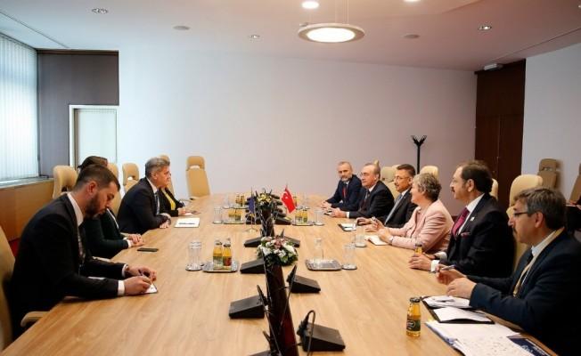 Cumhurbaşkanı Yardımcısı Oktay, Bosna Hersek Bakanlar Konseyi Başkanı ile görüştü