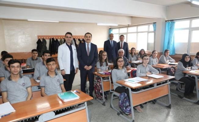 Kars Valisi Öksüz'ün okul ziyaretleri devam ediyor