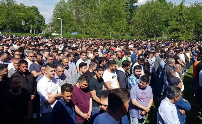 Kazada ölen Zonguldaklı 3 genç için Almanya'da tören düzenlendi