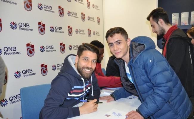 Trabzonsporlu oyuncular imza gününe katıldı