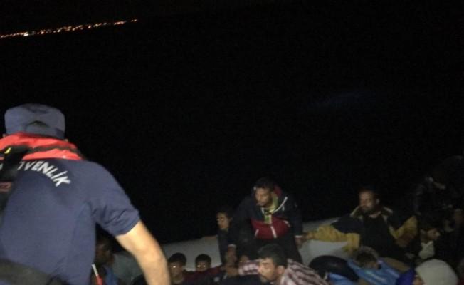 10 kişilik lastik botla ölüm yolculuğuna çıkan 40 kaçak yakalandı