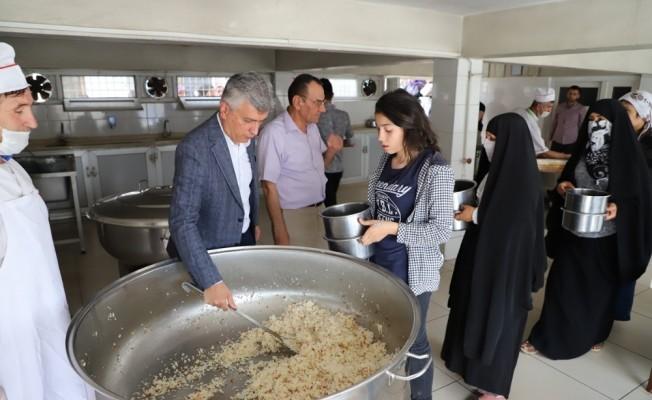 Cizre aşevi her gün 200 aileye sıcak yemek dağıtıyor