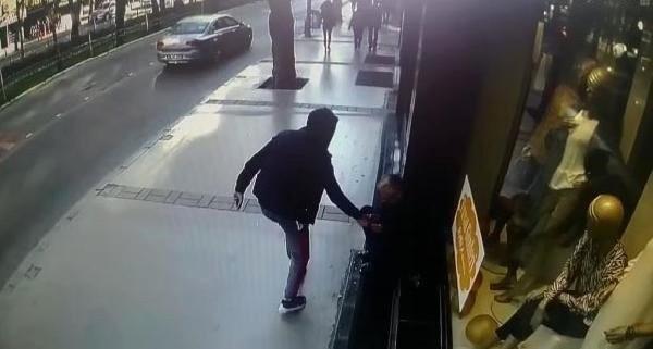 İzmir'de telefon hırsızlığı kameraya yansıdı
