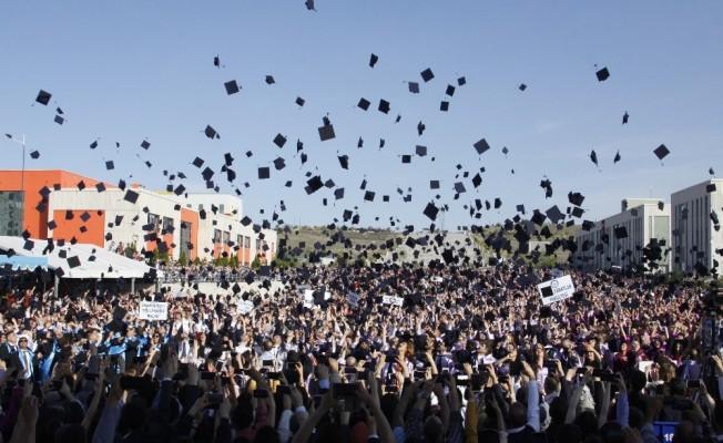 Üniversite öğrencileri kep attı