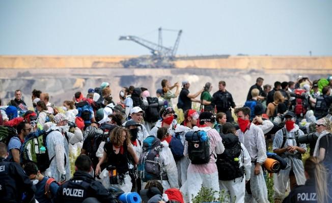 Almanya'da binlerce kişi çevre için eylem yaptı