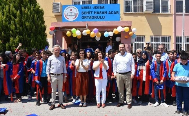 Başkan Dutlulu öğrencilere karne dağıttı