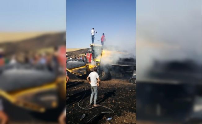 Biçerdöver yandı, 50 dönümlük ekili arazi kül oldu