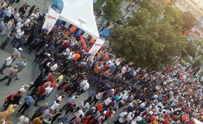 Gaziosmanpaşa'da İmamoğlu mitingine gelen CHP'lilerden AK Parti standına tepki