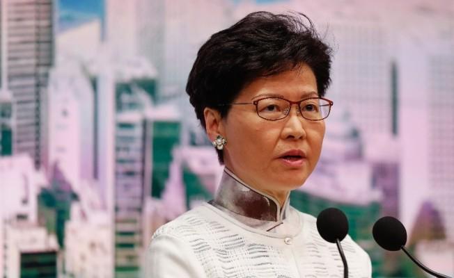 Hong Kong lideri  özür diledi