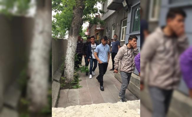 Kars'ta, yasa dışı yollarla yurda giren 44 düzensiz göçmen yakalandı