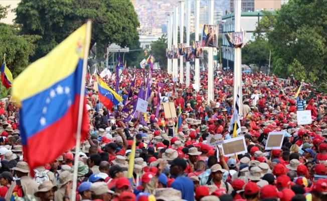 Kolombiya polisi, Venezuelalıları engellemek için köprü söküyor