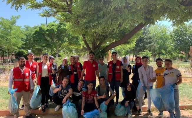 Mesire alanı ile parklar gönüllüler tarafından temizlendi