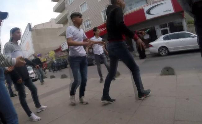 (Özel) Sultanbeyli'de gençlerin bıçaklı kavgası: 1 yaralı