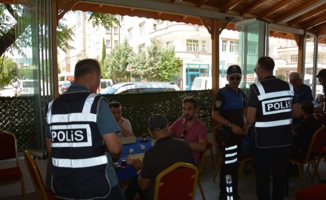 Polis ekipleri bin 812 kişinin kimlik sorgusunu yaptı