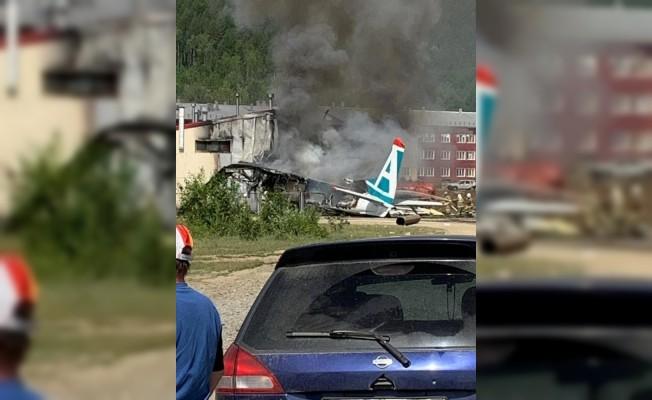 Rusya'da pistten çıkan uçak binaya çarptı: 2 ölü