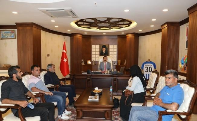 Şehit işçilerin ailelerinden Vali Akbıyık'a ziyaret