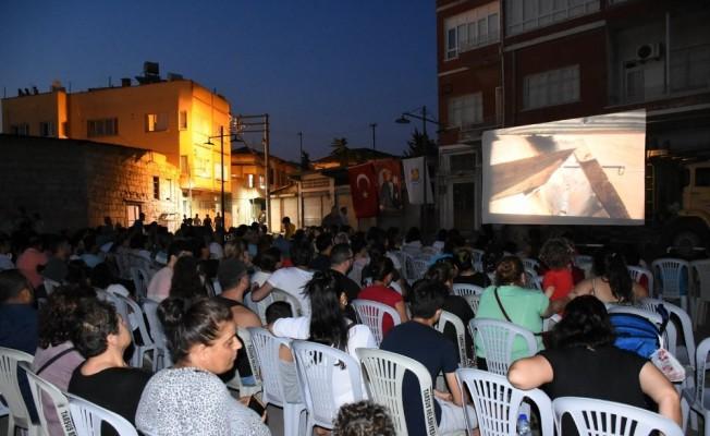 Tarsus'ta açık hava sinemasına yoğun ilgi