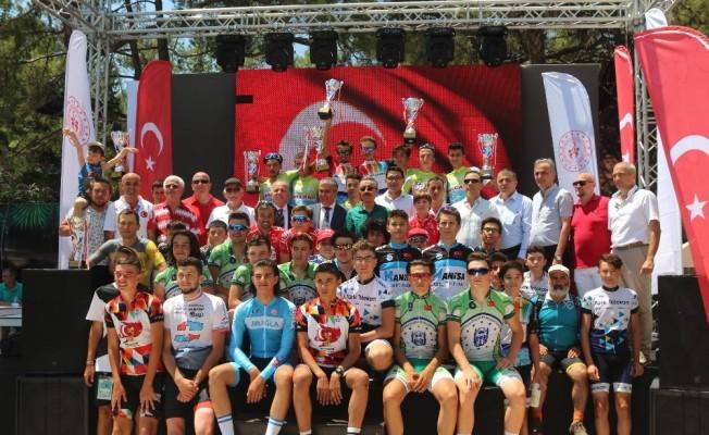 15 Temmuz Şehitlerini Anma Ulusal Bisiklet Yol Yarışı ödül töreni