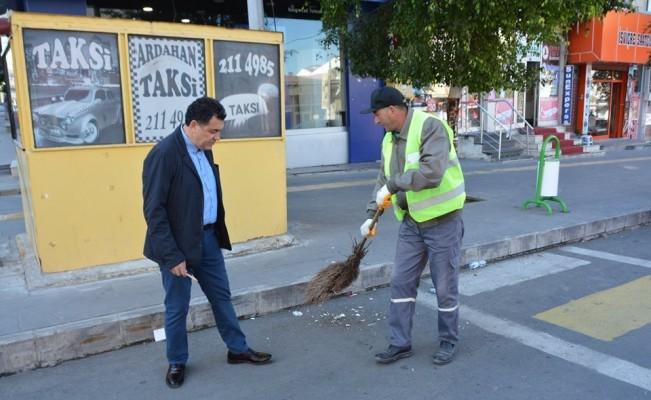 Başkan Demir, temizlik çalışanlarını denetledi