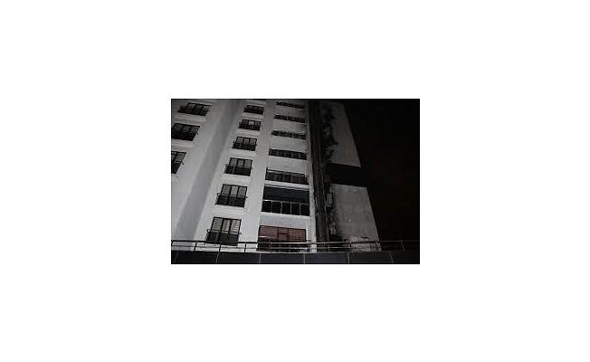 Başkent'te bir bina alev alev yandı