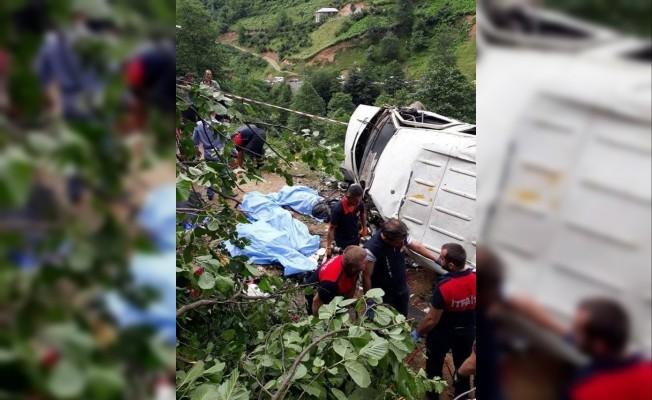 Giresun'da minibüs şarampole yuvarlandı: 5 ölü, 6 yaralı