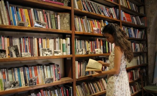 Mardin'in kadın sahafı, kitapseverlerle buluşmaya başladı