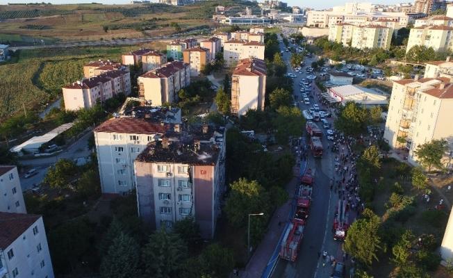 Bursa'da yanan 3 apartman havadan görüntülendi