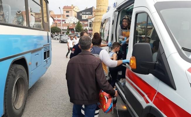 Halk otobüsünün çarptığı çocuk ölümden döndü