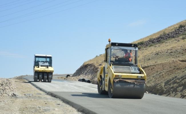Iğdır'da yol çalışmaları devam ediyor