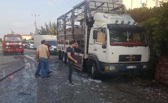 Kaynak yapılan kamyonun kasası cayır cayır yandı