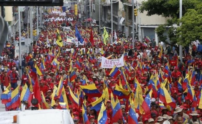Venezuela'da binlerce kişi Washington'un yaptırımlarını protesto etti
