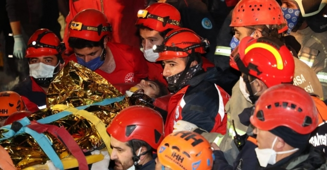 14 yaşındaki İdil, 58 saat sonra enkazdan sağ çıkartıldı - Bursatv