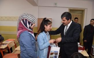 Başkan Asya'dan öğrencilere kaynak kitap desteği
