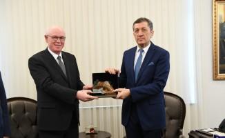 Başkan Kazım Kurt, Milli Eğitim Bakanı Ziya Selçuk'u ziyaret etti