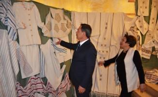 Başkan Uysal Elpek Bezi sergisine katıldı