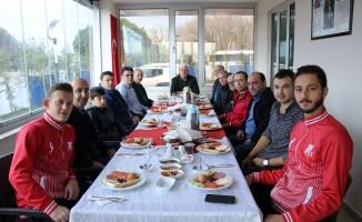 Başkan Yüksel Ahimehmet Gençlikspor ile kahvaltıda buluştu